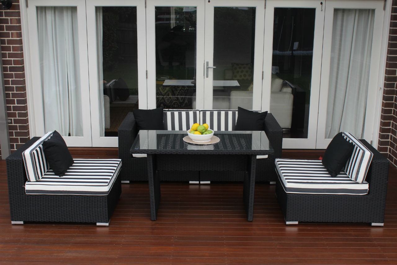 5 ways Diner , 3 seater and 2 armless chairs configuratiom, b/w stripes