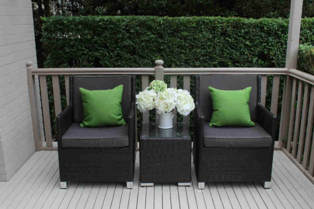 Royale-Patio-Setting-charcoal-hazelnut-with-charcoal-cushions