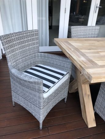 Norwich Outdoor wicker Dining setting Gartemoebe chairs vintage grey with bw stripe fabric