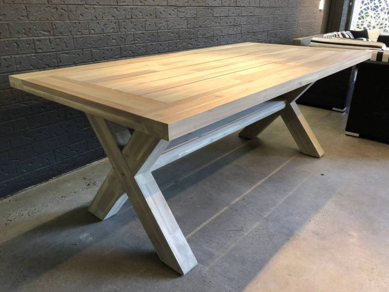 Acacia Norwich Outdoor Dining table